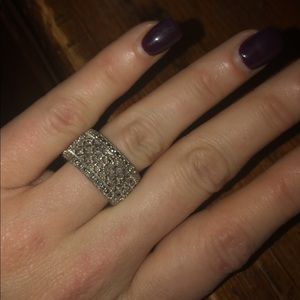 Jewelry - Sparkly Vintage Style Ring